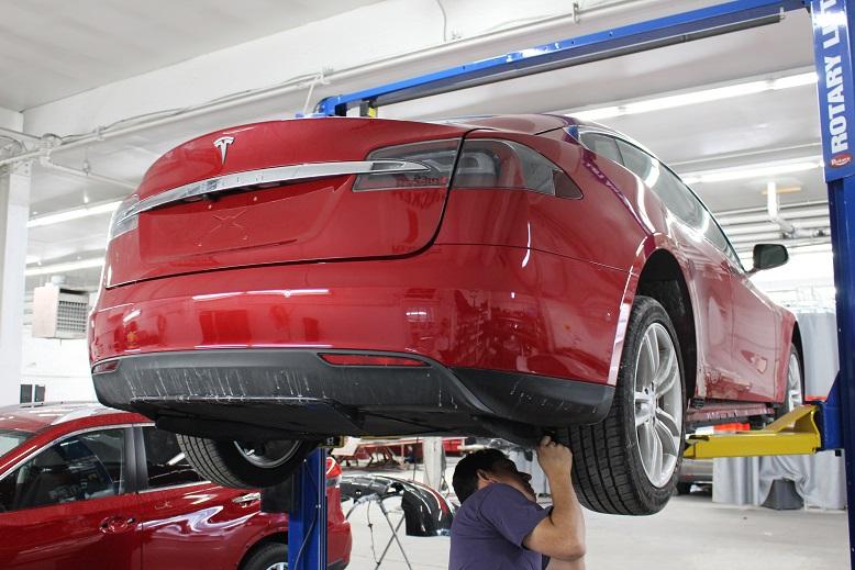 Tesla Approved Body Shop | Pray Body Shop